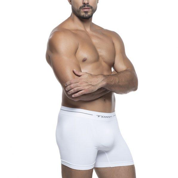 modelo usando cueca boxer sem costura da torp na cor branco