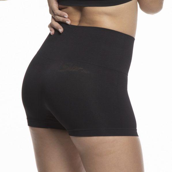 Modelo de costas vestindo calcinha modeladora boxer preta da Torp